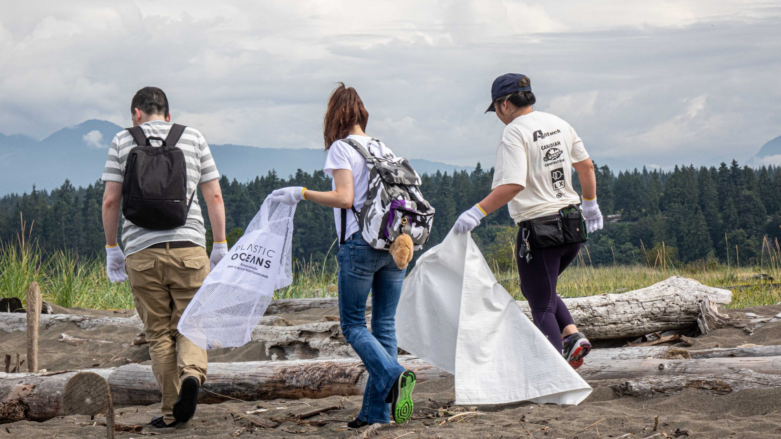 Volunteers at a Plastic Oceans Canada Cleanup